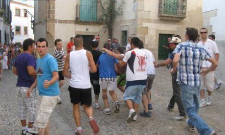 Los sanjuanes de Coria concluyen con cinco heridos y sólo un corredor grave que sigue ingresado