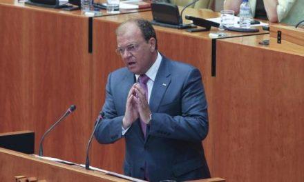 Monago ya es presidente de la Junta de Extremadura gracias a los 32 votos del PP y las tres abstenciones de IU