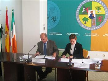 El Ejecutivo regional firma cuatro convenios con la UEX para financiar programas relacionados con la I+D+i