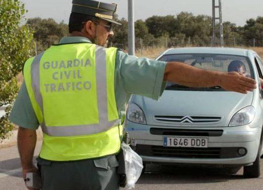 La Guardia Civil de Tráfico inicia una campaña especial de control de alcoholemia en las carreteras extremeñas