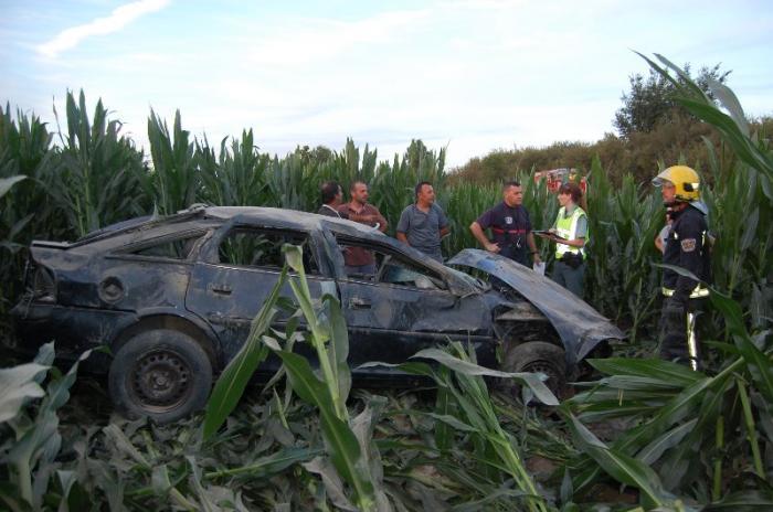 Un espectacular accidente con salida de vía en la carretera de La Moheda deja un herido de consideración