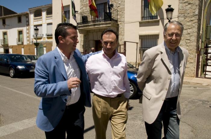 Laureano León abre su agenda de visitas oficiales por la provincia en el primer día festivo de Moraleja