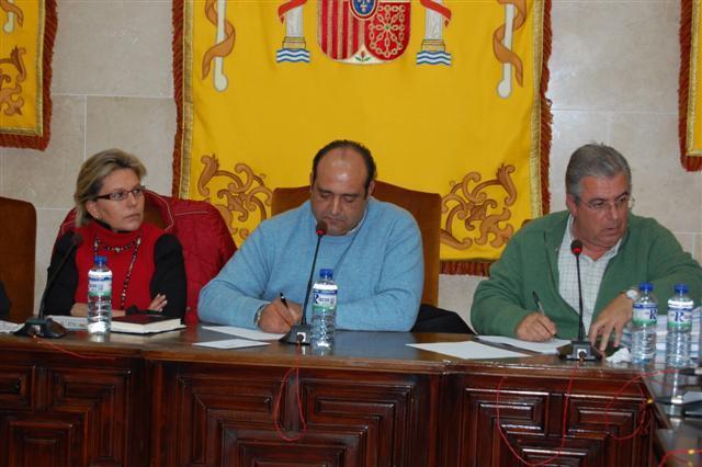El PSOE de Talayuela pide explicaciones por la compra de una retroexcavadora por importe de 58.000 euros