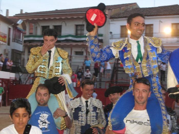 El mano a mano entre Urcola y Hernández-Pla finaliza con cuatro orejas y vuelta al ruedo para un bravo novillo