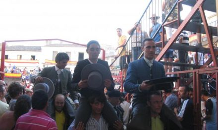 Salen a hombros en Moraleja los rejoneadores José Miguel Callejón y Rubén Sánchez, y el vaquero de Monteviejo