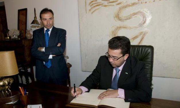 """El presidente de la Diputación de Cáceres aboga porque las administraciones """"recuperen la cercanía»"""