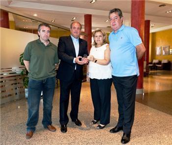 Monago muestra su apoyo y solidaridad a la Asociación de Víctimas del Terrorismo en un encuentro en Mérida