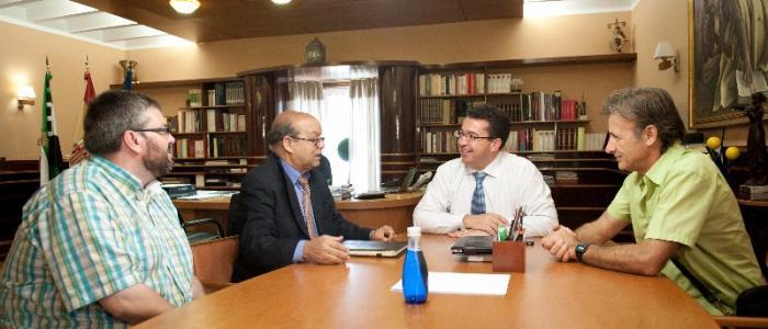 Pedro Escobar considera que la ayuda al pueblo saharaui debe ser prioritaria para la Junta de Extremadura