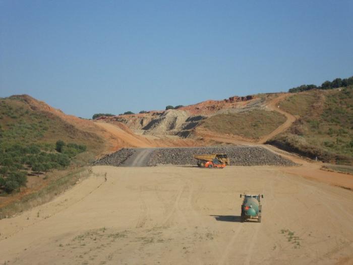 Obreros de la autovía ExA1 denuncian que las empresas no cumplen la reducción de jornada laboral de verano