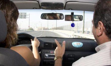 Las autoescuelas cacereñas piden a Tráfico que no cierre en verano y permita realizar exámenes en agosto