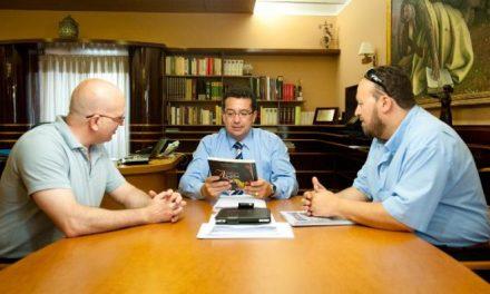 Manzano se reúne con los responsables del Club de Ajedrez Linex-Magic para conocer sus proyectos