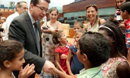 Una delegación de parlamentarios extremeños podría viajar en otoño a los campamentos de saharauis