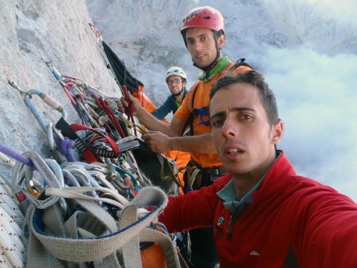 """Los escaladores extremeños Juan José y Javier Cano ascienden la vía """"Sueños de invierno"""" en Asturias"""