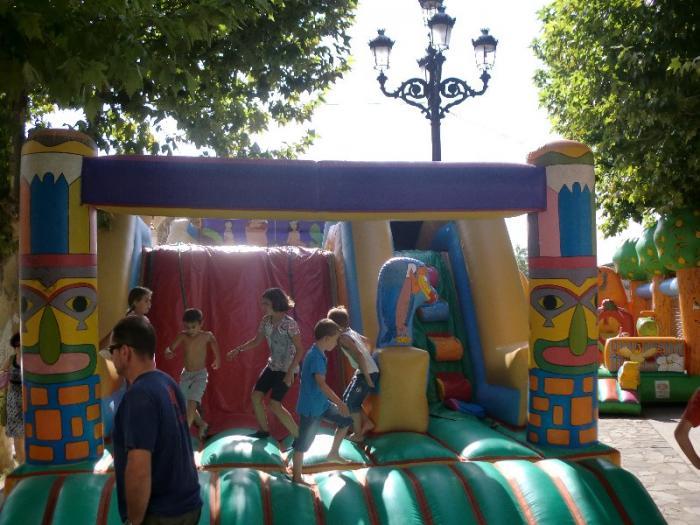 El barrio de Las Angustias de Moraleja celebra sus fiestas de verano con espectáculos, bailes y juegos infantiles