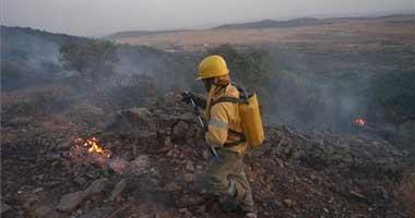 Efectivos de la lucha contra incendios de Extremadura y Andalucía controlan un fuego en Higuera la Real