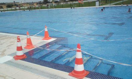 La piscina de Montehermoso sigue abierta al público a pesar de la orden de cierre cautelar del SES