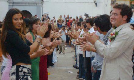 El diputado de Cultura, Eduardo Villaverde, anima a los extremeños a vivir la fiesta de La Enramá