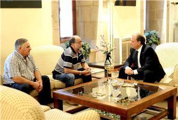 Monago recibe en Presidencia al actor Juan Luis Galiardo y al especialista en cine Reyes Abades
