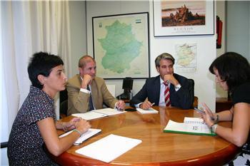 El Gobierno extremeño establecerá líneas de colaboración con los colectivos de autonómos