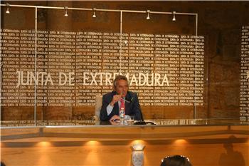 La Junta de Extremadura espera un déficit heredado de la gestión del PSOE del 6,81% del PIB