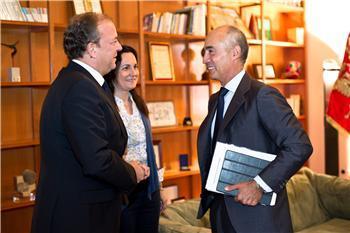 Monago inicia contactos con las empresas que cotizan en el Ibex 35 para atraer inversores a la región
