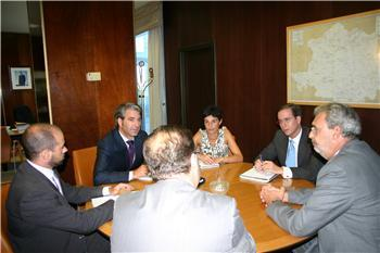 La Junta y las Cámaras de Comercio establecen contactos para promover posibles colaboraciones