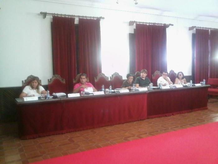 El Ayuntamiento de Coria encargará una auditoría de personal y baraja la reducción de servicios
