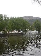 Cedillo confía en que la Diputación mantenga el compromiso de levantar un puente sobre el río Sever