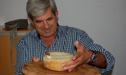 Un queso de «El Rosalejo», de la firma Queserex, gana la cata-concurso de la mejor Torta de la Serena 2011