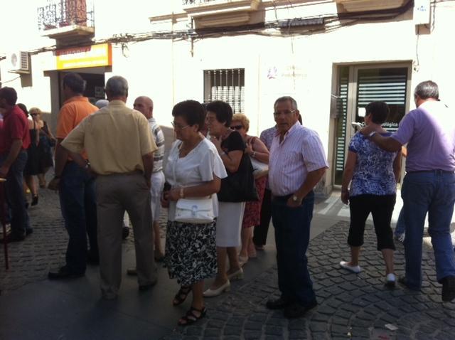 Cientos de personas visitan el mercado organizado en Moraleja para vivir el Día de Extremadura
