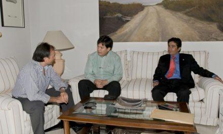 El presidente de la Diputación de Cáceres recibe al cónsul de Bolivia en Extremadura y Andalucía