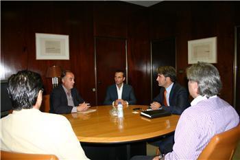 El director general de Comercio de la Junta estudia con los empresarios el centro comercial abierto de Montijo