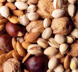 Medio Ambiente analiza ejecutar actuaciones para fortalecer el sector de los frutos de cáscara