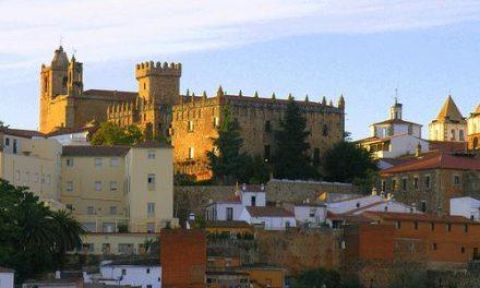 El Ayuntamiento de Cáceres prohibirá aparcar en la zona del recinto amurallado de la ciudad