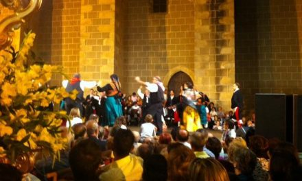 Centenares de devotos acompañan a la patrona de Valencia de Alcántara en su traslado al santuario