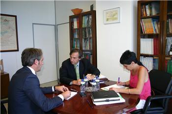 El Gobierno regional estudia fórmulas para dinamizar el pequeño comercio de Extremadura