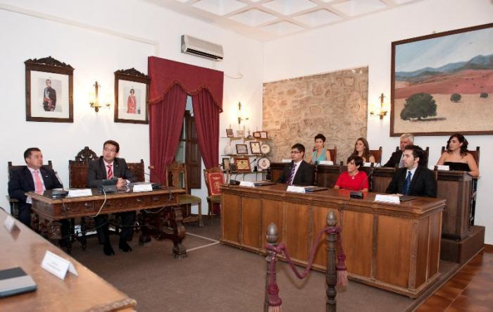 El presidente de la Asamblea, Fernando Manzano, da el pregón de las fiestas de Fuente del Maestre