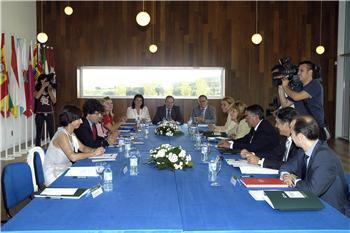 Los gobiernos del PP de nueve regiones se comprometen en alcanzar la estabilidad presupuestaria
