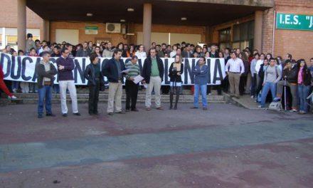 El IES Jálama de Moraleja proclama en una concentración que «Educación no es violencia»