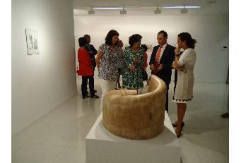 La sala de arte El Brocense acoge una muestra de dibujos y esculturas de la artista Teresa Esteban