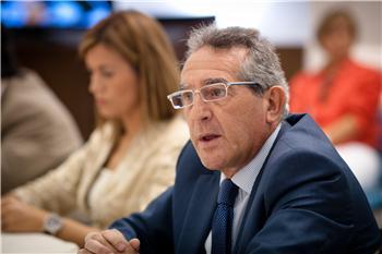 Fernández presenta en el Parlamento las veinte líneas básicas de actuación de la Consejería de Economía