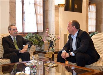 El presidente de la Junta de Extremadura mantiene un encuentro con el presidente de IBM España