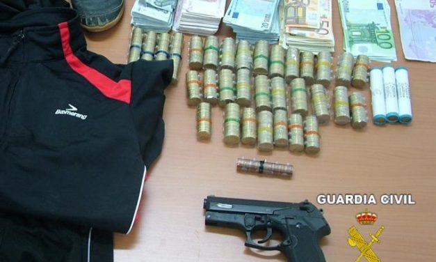 La Guardia Civil detiene al atracador de una entidad bancaria de Casas de Don Pedro que robó 8.000 euros