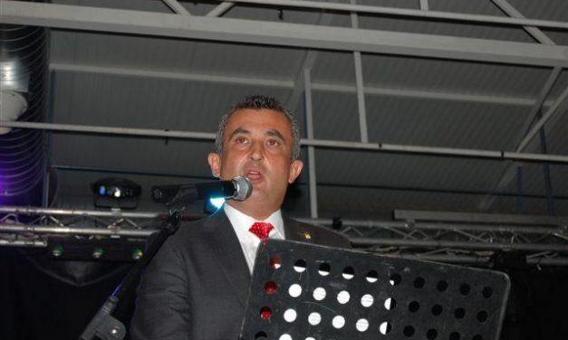 """Leonardo Dantes animó con el """"baile del pañuelo"""" y otras canciones el pregón de las fiestas de San Vicente"""