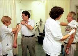 Sanidad recomienda la vacunación frente a la gripe a mayores de 65 años, grupos de riesgo y personal sanitario