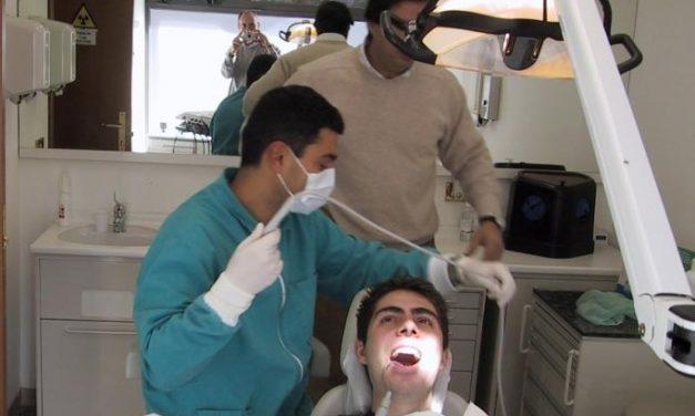 El SES presenta una campaña para implicar a los dentistas en la prevención del tabaquismo de sus pacientes