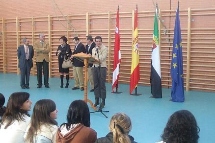 El instituto de Secundaria Vía de la Plata de Casar de Cáceres inaugura el primer gimnasio y una cafetería