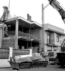 Un vecino de Almendralejo es obligado a derribar parte de la obra de la construcción de su vivienda particular