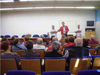Aficionados taurinos franceses visita el centro de formación del Medio Rural de Moraleja