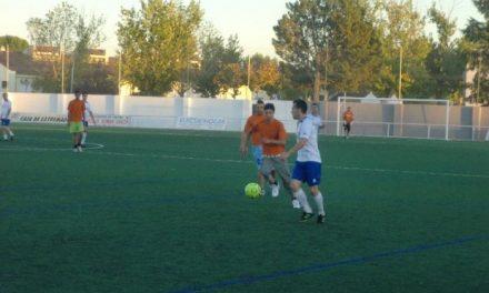 El partido de fútbol a beneficio de Cruz Roja entre guardias civiles y gitanos recauda 470 euros